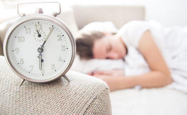 栄養Topics【睡眠時間帯と乳がんリスクの関係について】